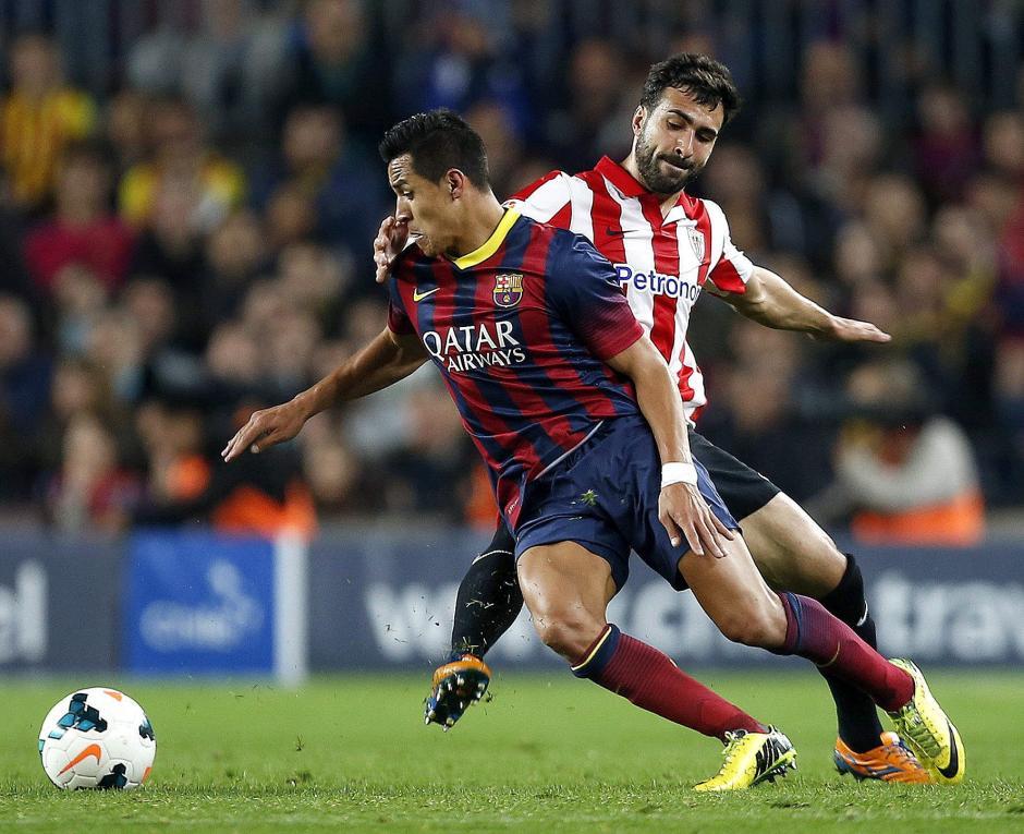La defensa del Bilbao ha sufrido con Alexis Sánchez. (Foto: AFP)