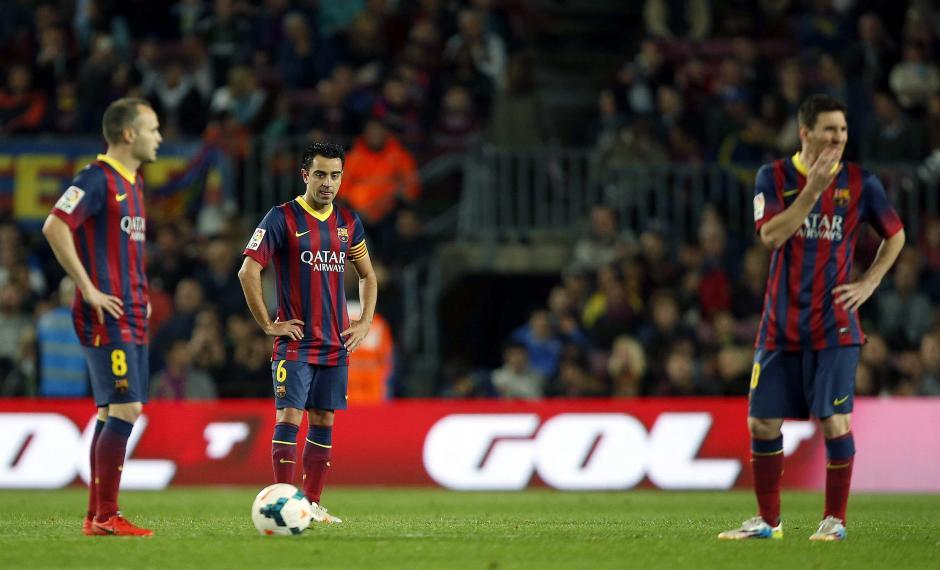Los jugadores del Barcelona tras la anotación de Aduriz. (Foto: AFP)