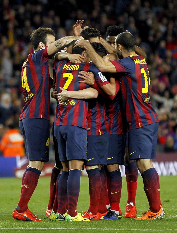 Los jugadores del Barcelon celebran el 2 a 1. (Foto: EFE)