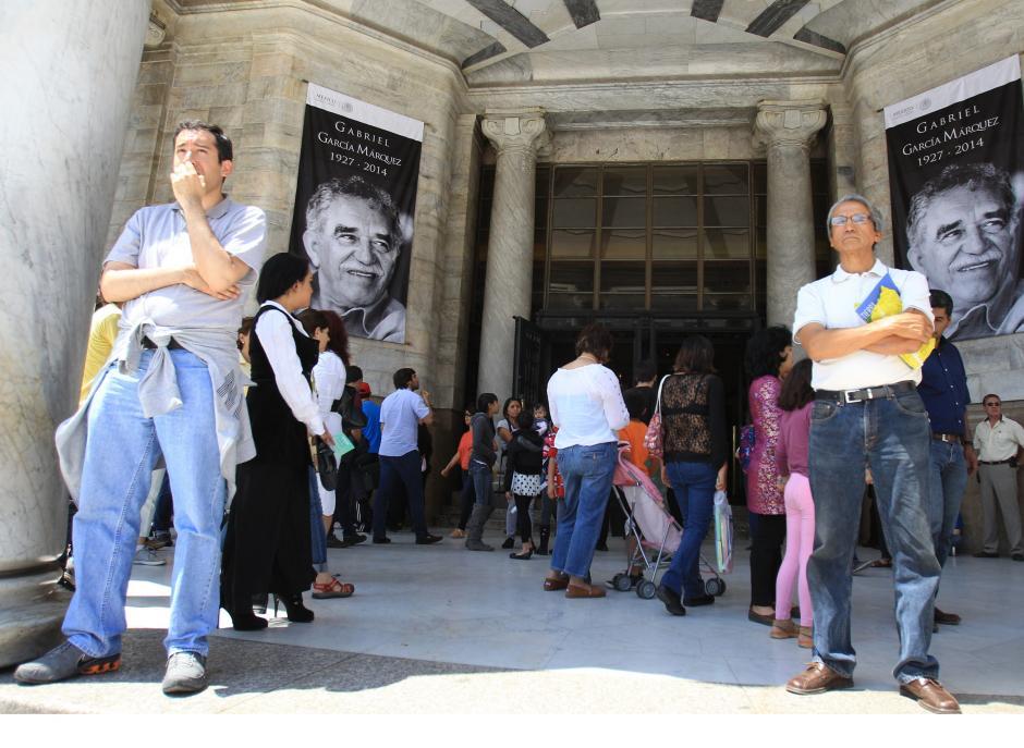 El acceso principal al Palacio de Bellas Artes muestra hoy, domingo 20 de abril de 2014, imágenes del escritor colombiano Gabriel García Márquez, a quien se le rendirá un magestuoso homenaje este lunes en Ciudad de México. (Foto: EFE/Mario Gúzman)