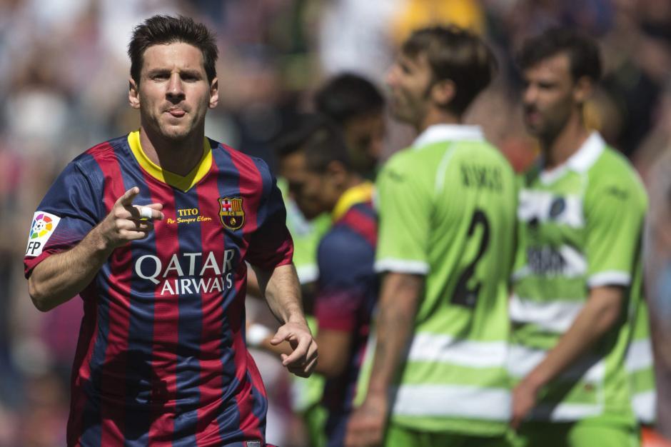 El delantero argentino del FC Barcelona Lionel Andrés Messi celebra el gol que ha marcado ante el Getafe, el primero del equipo, durante el partido correspondiente a la trigésimo sexta jornada de Liga en el estadio Camp Nou de Barcelona. EFE/Alejandro García
