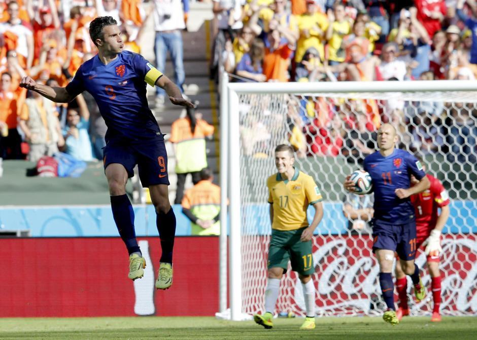 Robin van Persie marca su tercer gol del Mundial. (Foto: EFE)