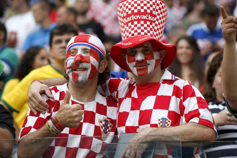 El público croata también estuvo presente en el Arena Pernambuco. (Foto: EFE)