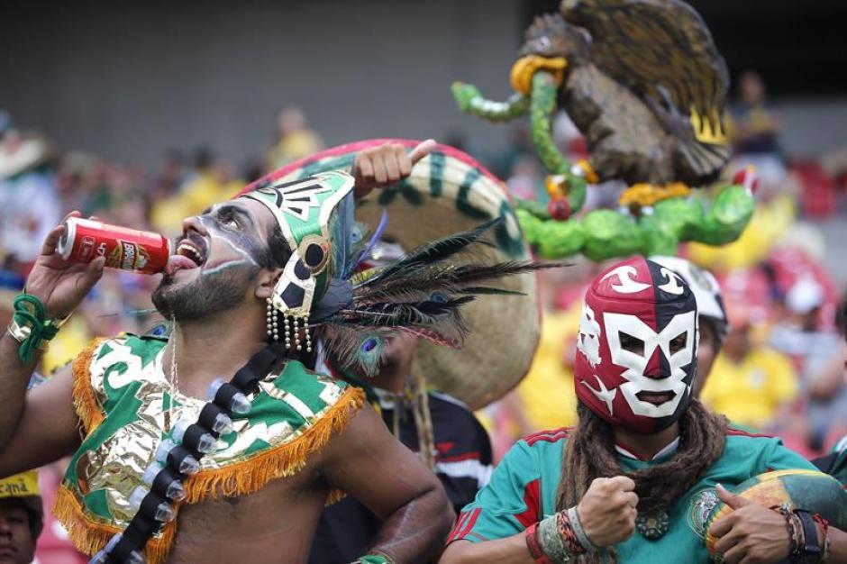 """Los guerreros mexicanos. Aficionados del """"Tri"""" en Recife. (Foto: EFE)"""