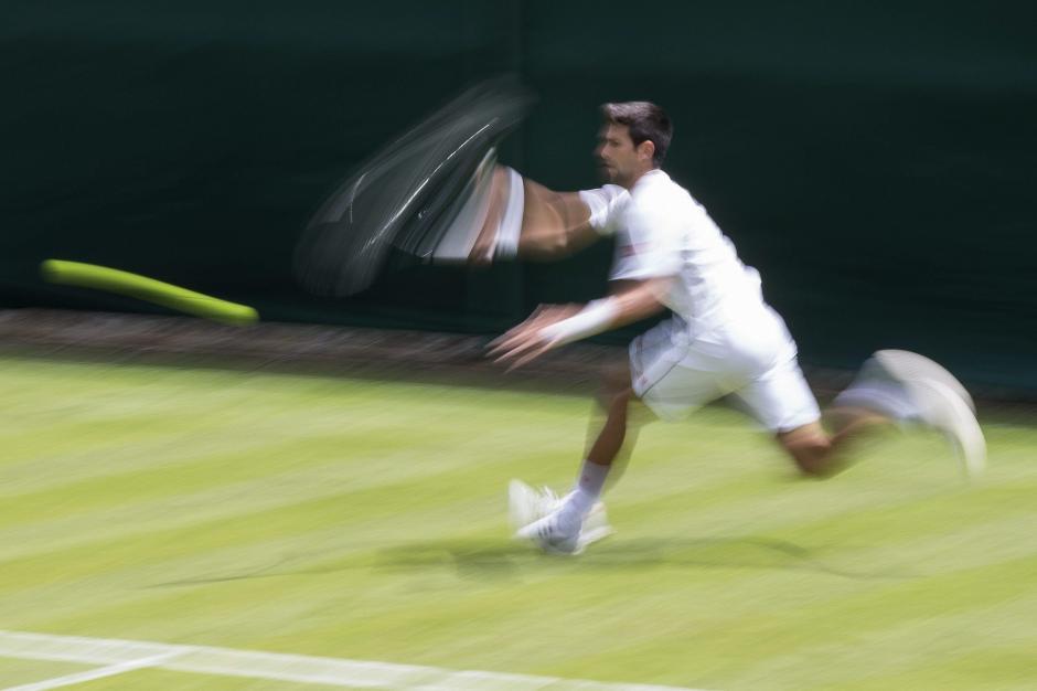 Novak Djokovic de Serbia realiza una sesión de entrenamiento para el certamen de Wimbledon. El torneo England Lawn Tennis Championships tendrá lugar del 29 de junio hasta el 12 de julio de 2015. (Foto: EFE / PETER Klaunzer)