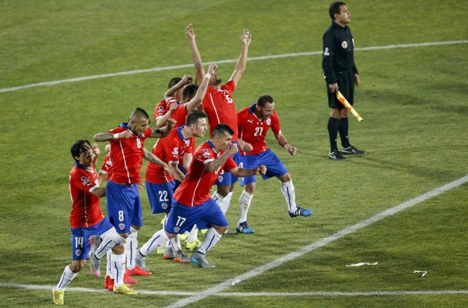 Así festejó Chile la victoria en los penales definitivos de la Copa América. (Foto: EFE)