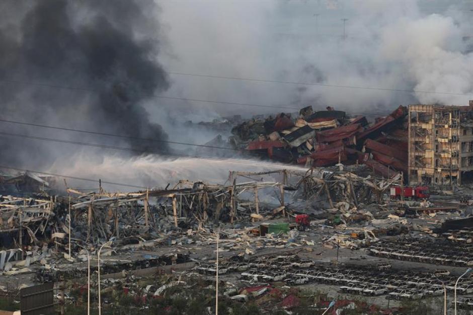 Al menos 50 personas murieron en una serie de explosiones ocurridas en una terminal de contenedores con productos inflamables en la ciudad portuaria de Tianjin, norte de China. (Foto: EFE)