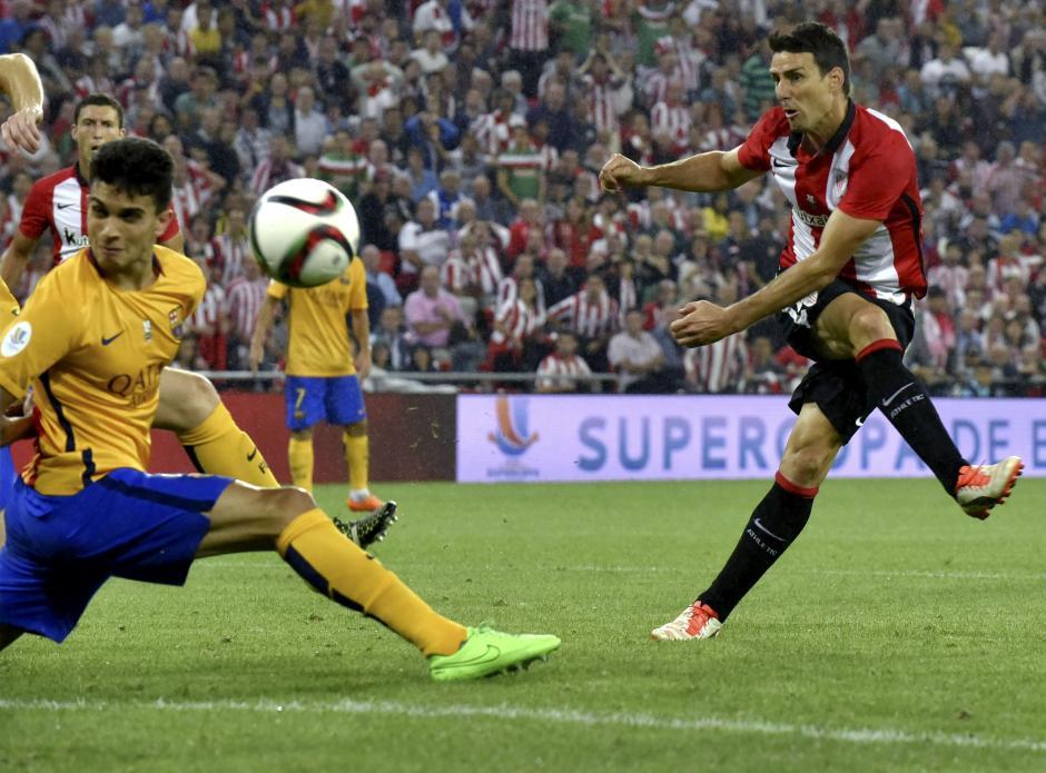 Aritz Aduriz, fue figura para el Bilbao al marcar triplete frente al FC Barcelona. (Foto: EFE)