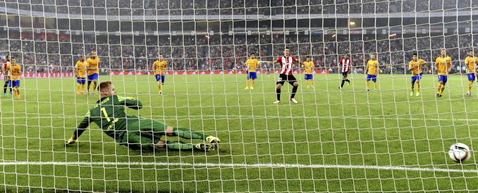 El FC Barcelona no pudo en la ida de la Supercopa de España 2015 frente al Bilbao. (Foto: EFE)
