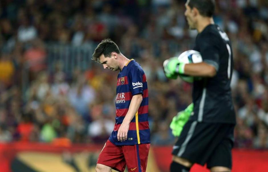 Messi se lamentó tras los 90 minutos, anotó pero no fue suficiente, el Bilbao marcó diferencia en la ida y ganó la Supercopa de España. (Foto: EFE)