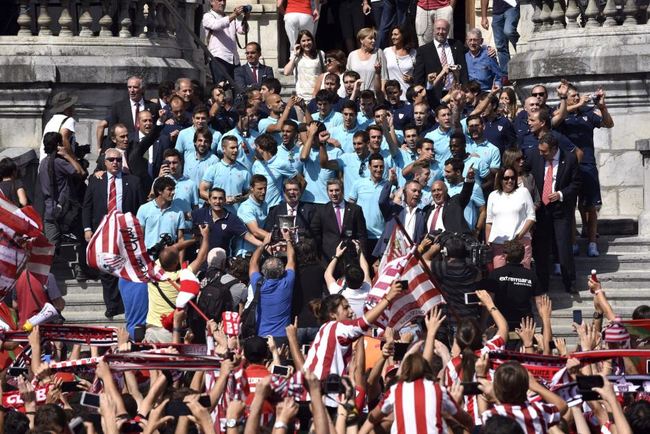 Jugadores y dirigentes del equipo Athletic de Bilbao. (Foto: EFE)