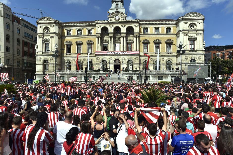 La celebración del Athletic llegó al centro de Bilbao. (Foto: EFE)