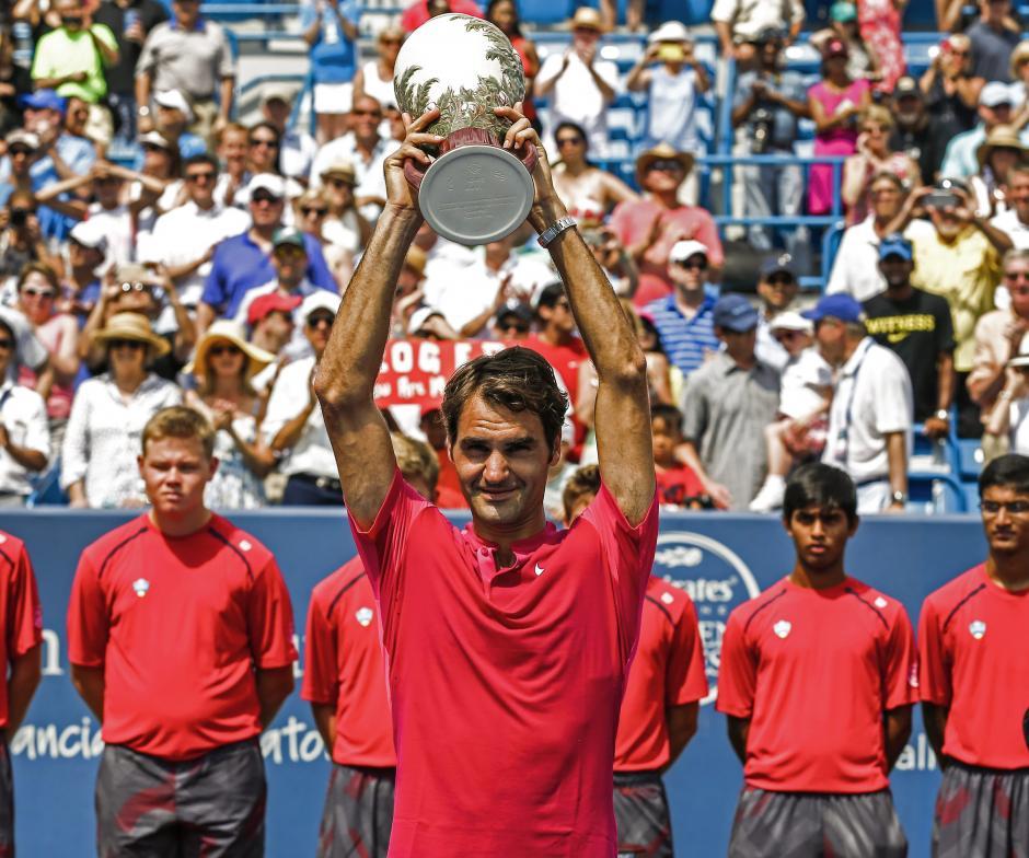 Federer alza el trofeo del Masters 1000 de Cincinnati tras derrotar a Djokovic en la final