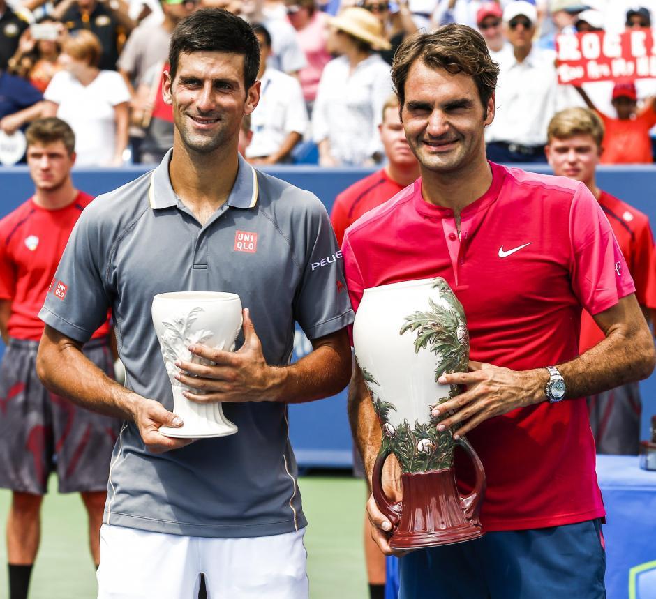 Djokovic y Federer posan tras la final del Masters 1000 de Cincinnati que ganó el suizo