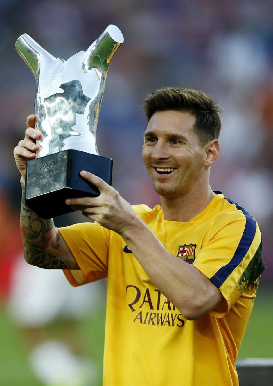 Messi fue aplaudido por los miles de seguidores que llegaron al Camp Nou. (Foto: EFE)