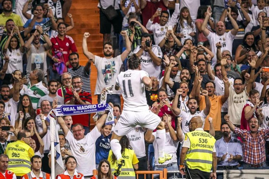 El galés Gareth Bale abrió la cuenta para el equipo merengue, y así festejó. En el complemento hizo el segundo en su cuenta.(Foto: EFE)