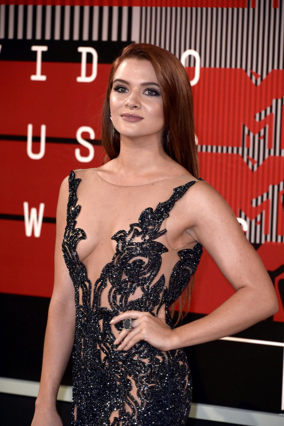 Katie Stevens desfila en la alfombra roja de la 32 MTV Video Music Awards 2015. (Foto: EFE/Paul Buck)