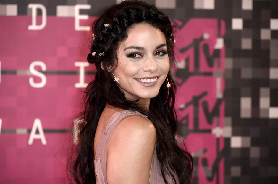 Vanessa Hudgens en la alfombra roja de la 32 MTV Video Music Awards 2015. (Foto: EFE/Paul Buck)