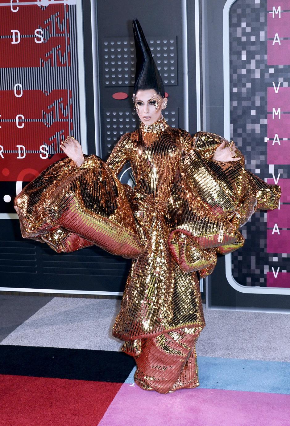 Z LaLa llega en la alfombra roja de la 32 entrega de los MTV Video Music Awards. (Foto: EFE)