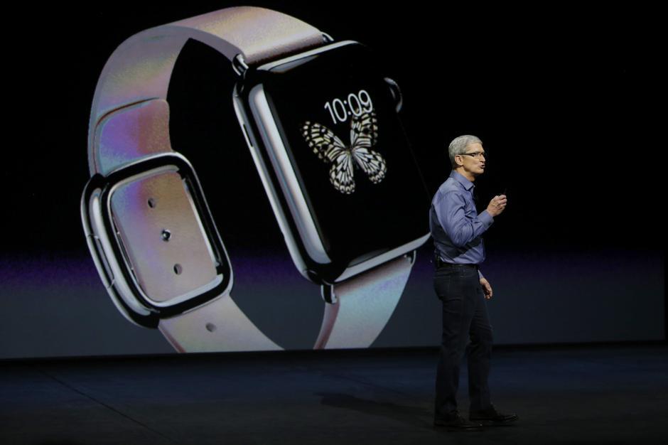 Los novedosos modelos del Apple Watch se comercializarán desde hoy en 24 países y a partir del 16 de septiembre contarán con el nuevo sistema operativo WatchOs 2. (Foto: EFE/Mónica Davey)