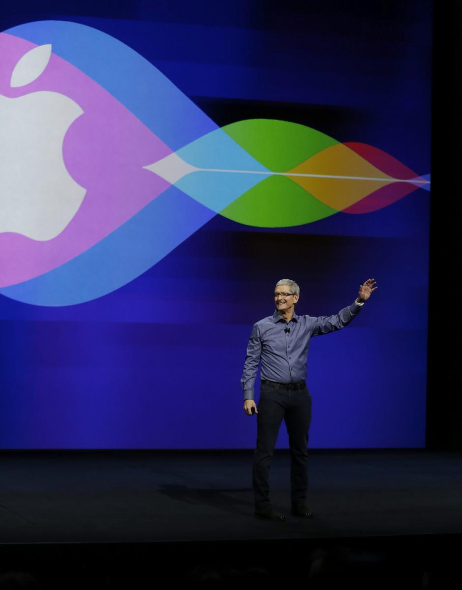 El consejero delegado de Apple, Tim Cook, a su llegada al auditorio Bill Graham Civic de San Francisco, California, Estados Unidos. (Foto: EFE/Mónica Davey)