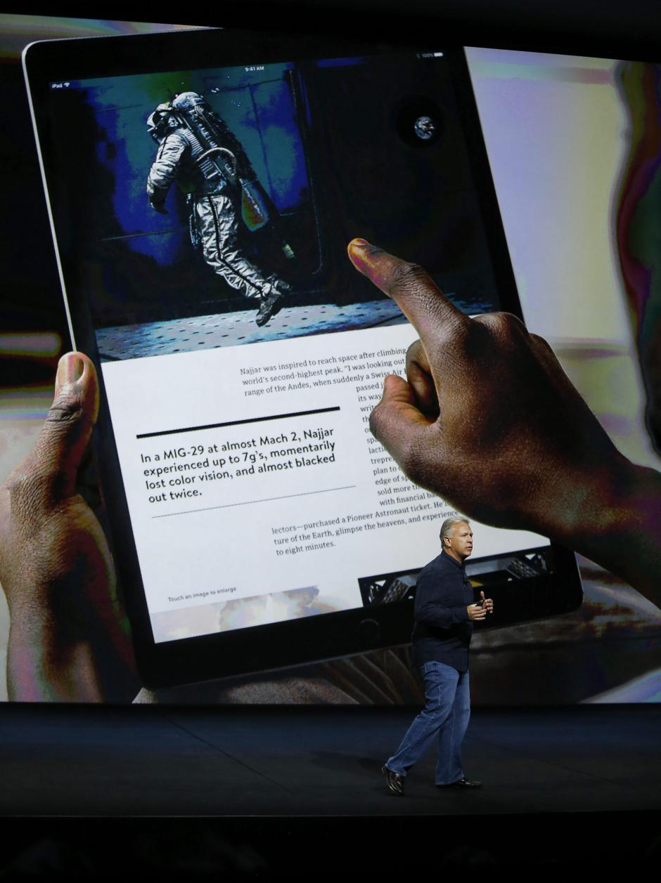 El vicepresidente mundial de mercadeo de Apple, Phil Schiller, presenta el nuevo iPad Pro. (Foto: EFE/Mónica Davey)