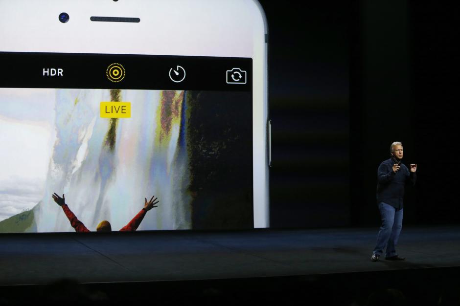 El vicepresidente en jefe mundial de Apple, Phil Schiller, habla sobre el nuevo iPhone 6S. (Foto: EFE/Mónica Davey)