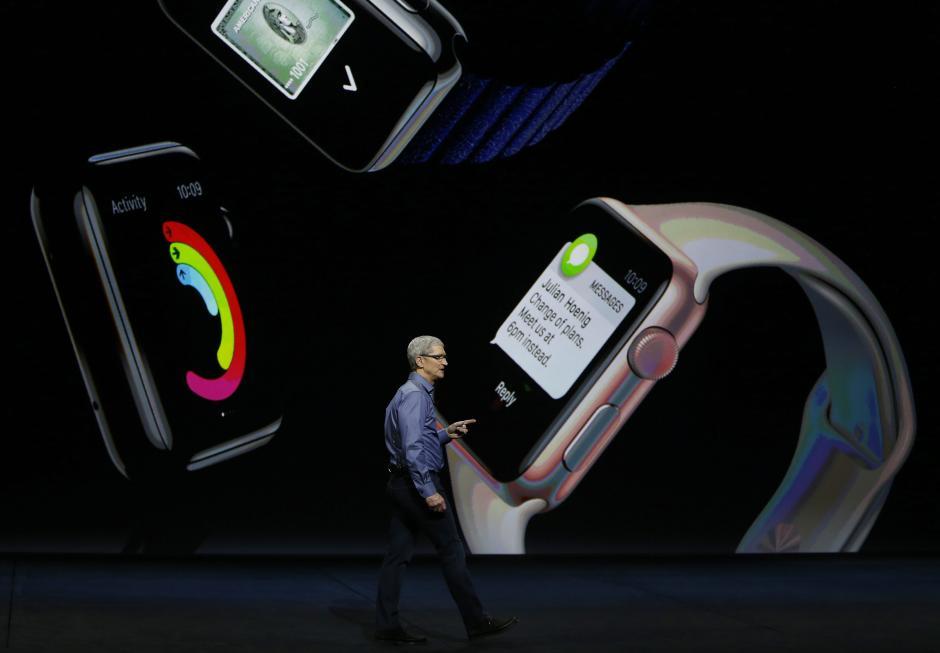 El director ejecutivo de Apple, Tim Cook, habla al finalizar el evento de lanzamiento de Apple, en el auditorio Bill Graham Civic de San Francisco, California (EE.UU.). (Foto: EFE/Mónica Davey)