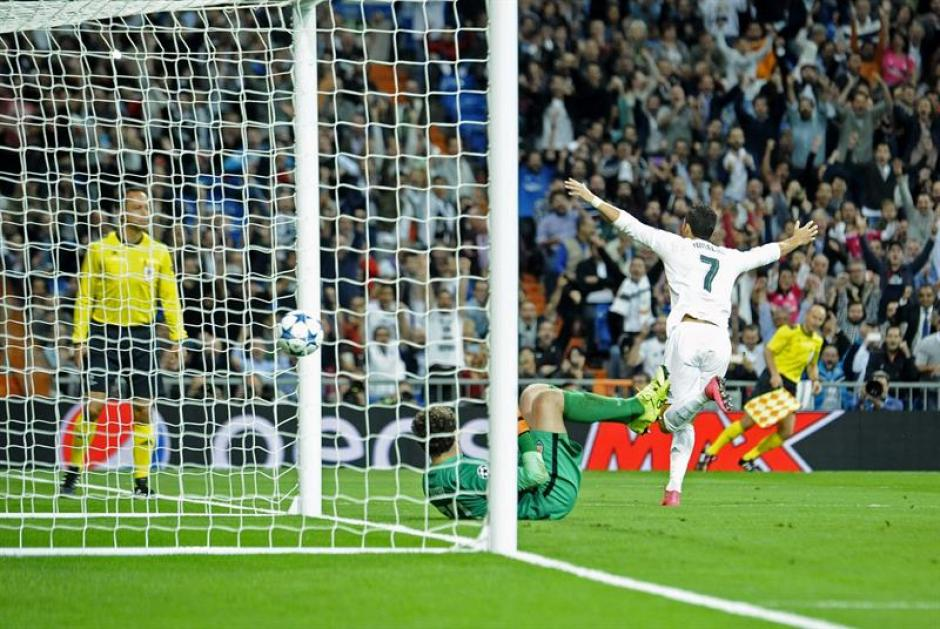 Cristiano Ronaldo celebra el cuarto gol del equipo y el tercero en su cuenta personal. (Foto: EFE)