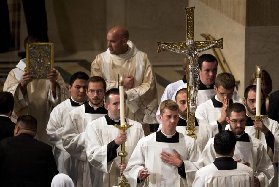 Católicos que participaron en la misa de canonización del fraile español Junípero Serra a cargo del papa Francisco. (Foto: EFE)