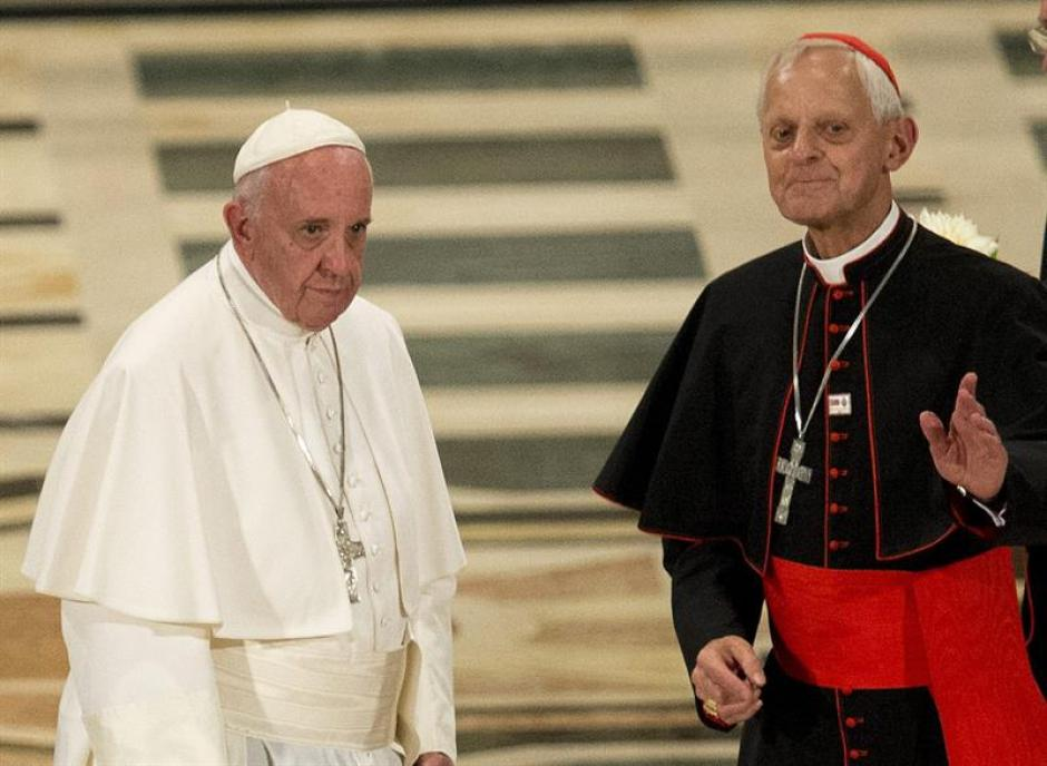 El papa Francisco (i) llega hoy, miércoles 23 de septiembre de 2015, a la Basílica Nacional de la Inmaculada Concepción en Washington. (Foto: EFE)