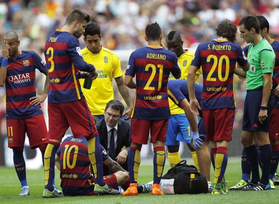 La lesión se produjo después de un remate de Lio dentro del área, su rodilla impactó con el defensa Pedro Bigas. (Foto: EFE)