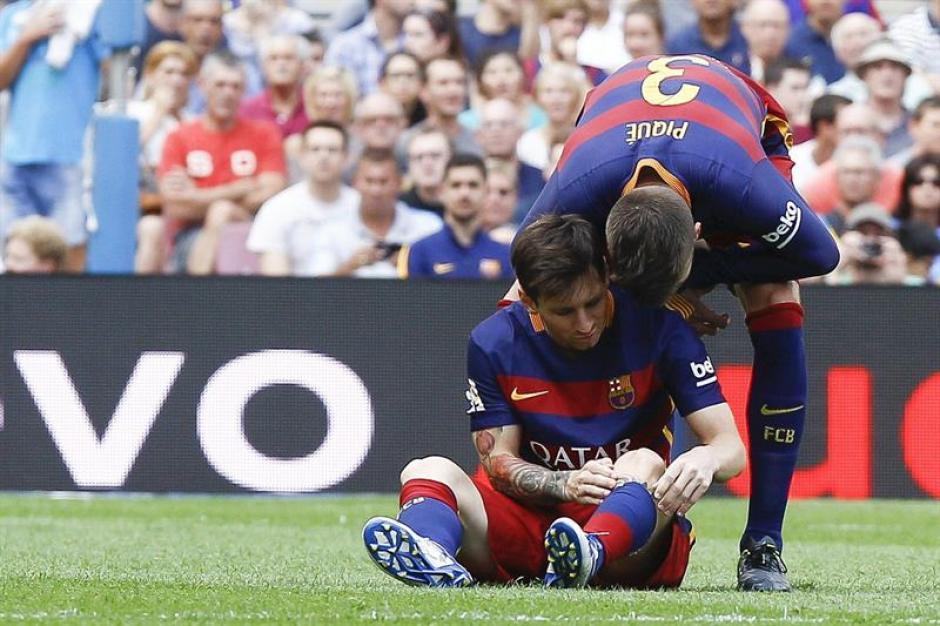 Lio Messi se lesionó durante los primeros minutos y tuvo que abandonar la cancha. Podría estar fuera de tres a seis semanas.(Foto: EFE)