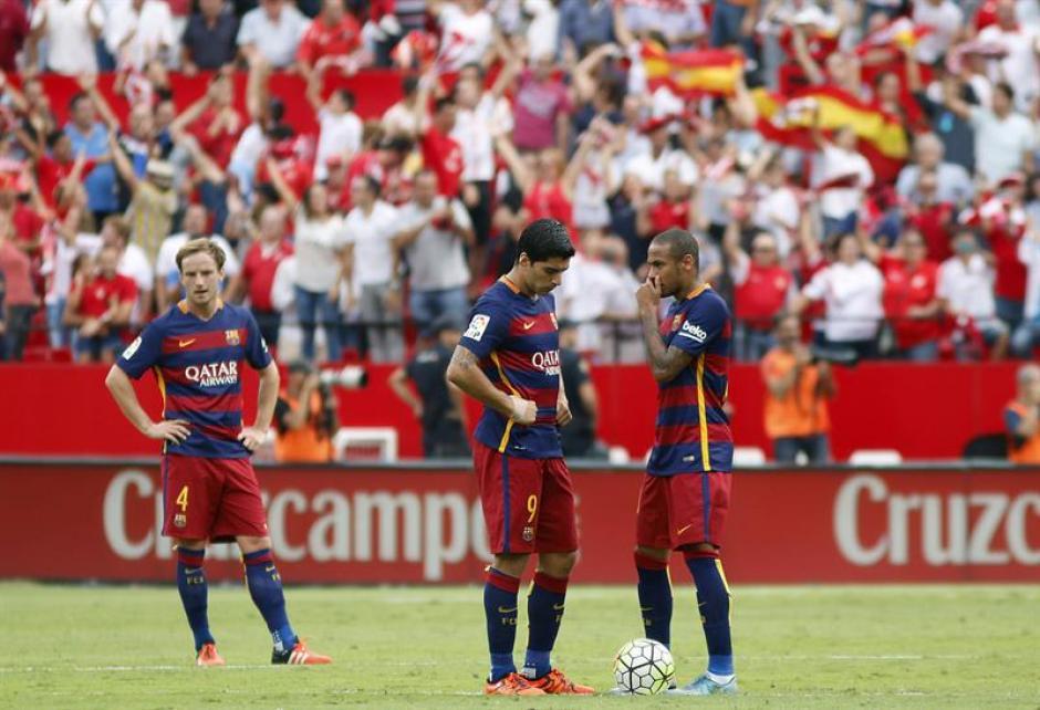 Tras siete jornadas de la Liga española, Barcelona cayó por segunda vez. En esta ocasión sin Messi en la cancha (por lesión). Neymar descontó pero no le alcanzó ante Sevilla. (Foto: EFE)