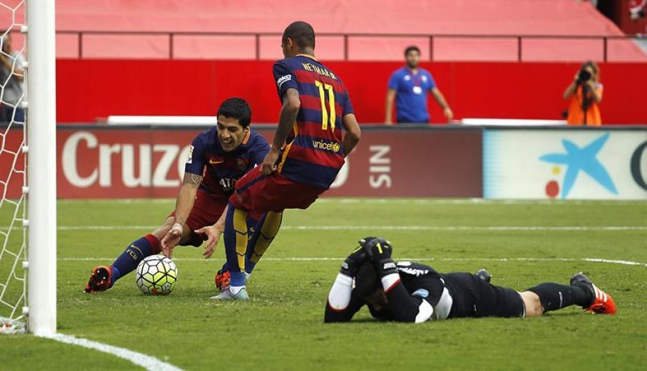 Neymar descontó luego de definir un penal al minuto 74, sobre la hora Barcelona estuvo más cerca, hasta estrellaron dos remates al poste.(Foto: EFE)