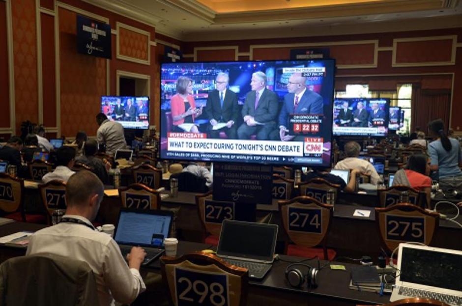 Medios de comunicación se encuentran en la sala de prensa durante el debate presidencial en Las Vegas, Estados Unidos. (Foto: EFE)