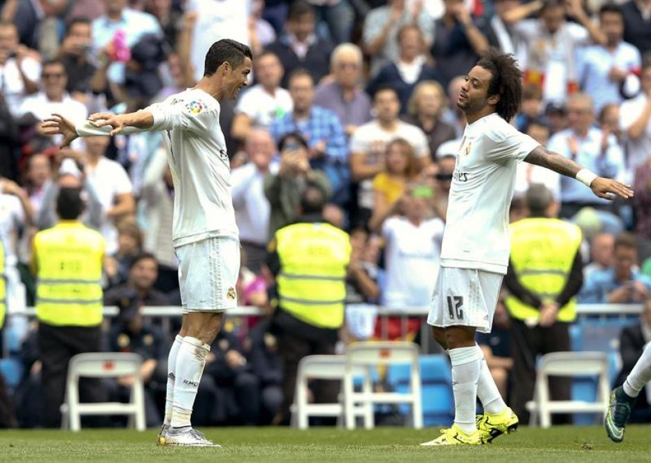 El portugués celebra con Marcelo el primer gol del equipo blanco ante el Levante. (Foto: EFE)
