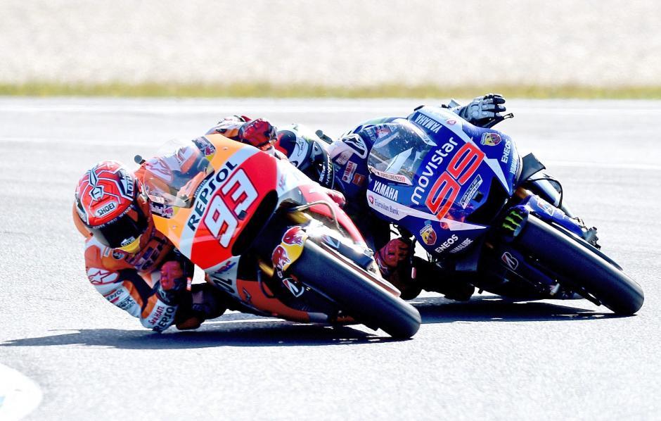 Márquez y Rossi durante la carrera en el GP de Australia