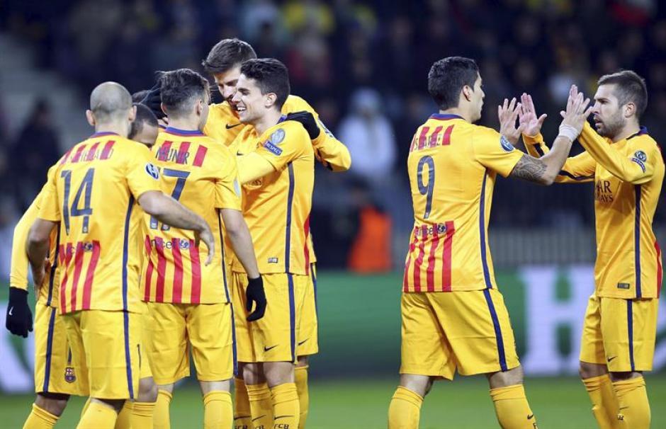 Los jugadores de Barcelona festejan su segundo triunfo en la actual edición de la Champions League, la víctima fue Bate de Bielorrusia. (Foto: EFE)