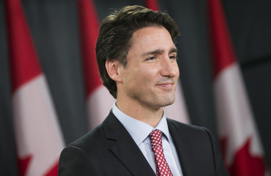 El primer ministro electo de Canadá, Justin Trudeau, ofrece una rueda en Ottawa, Canadá. (Foto EFE/Chris Roussakis)