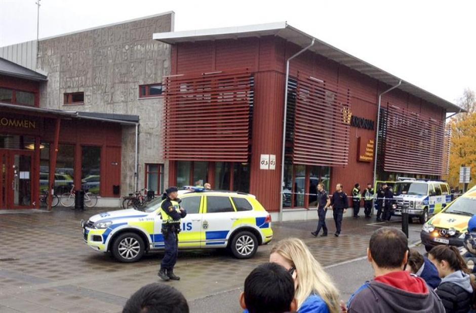 La policía llegó al lugar en Suecia e inició las investigaciones. (Foto: EFE)