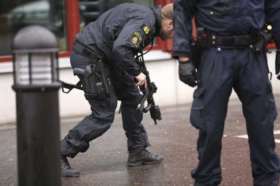 """Un portavoz policial confirmó a la emisora pública """"Radio de Suecia"""" la muerte de uno de los dos alumnos que permanecían ingresados en el hospital en Suecia. (Foto: EFE)"""
