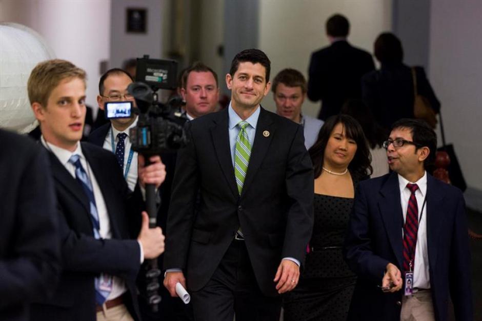 El próximo presidente de la Cámara de Representantes, el republicano Paul Ryan tras la rueda de prensa republicana celebrada en Washington sobre acuerdo presupuestario. (Foto: EFE)