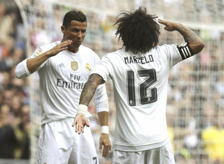 """Celebración a lo """"Comandante"""" entre Cristiano Ronaldo y Marcelo, tras el gol del portugués. (Foto: EFE)"""