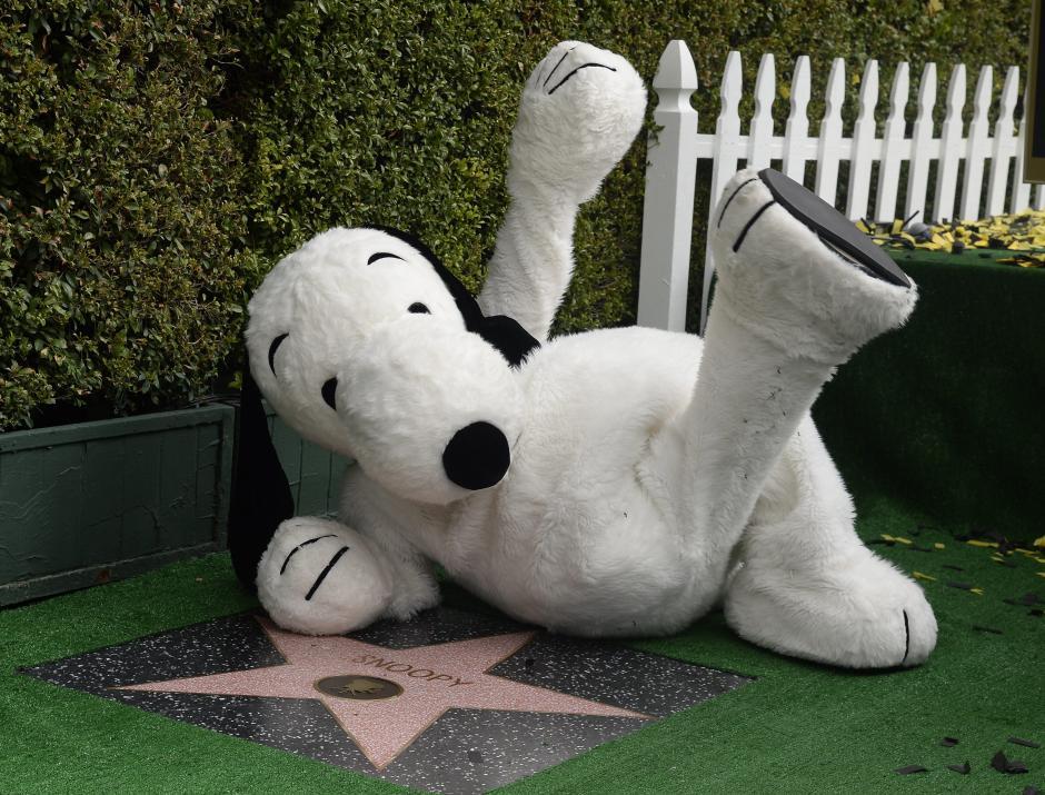 Snoopy celebra su proeza, en el Paseo de la Fama (Foto: EFE/Mike Nelson)