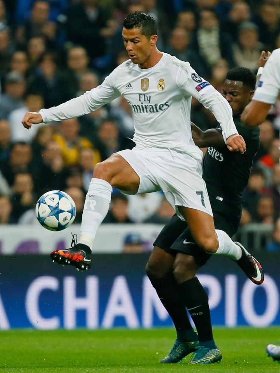 Cristiano Ronaldo estrenó zapatos ante el PSG, inspirados en un volcán de su localidad.(Foto: EFE)
