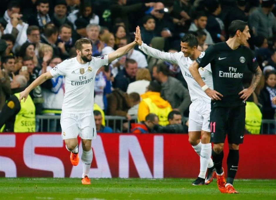 Nacho es felicitado por Cristiano Ronaldo tras el primer tanto del partido. (Foto: EFE)