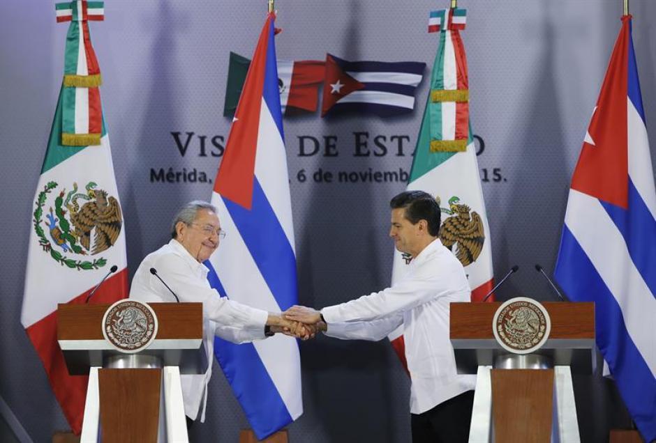El presidente de México Enrique Peña Nieto recibió este viernes a su homólogo cubano, Raúl Castro, en la primera visita de Estado. (Foto: EFE)
