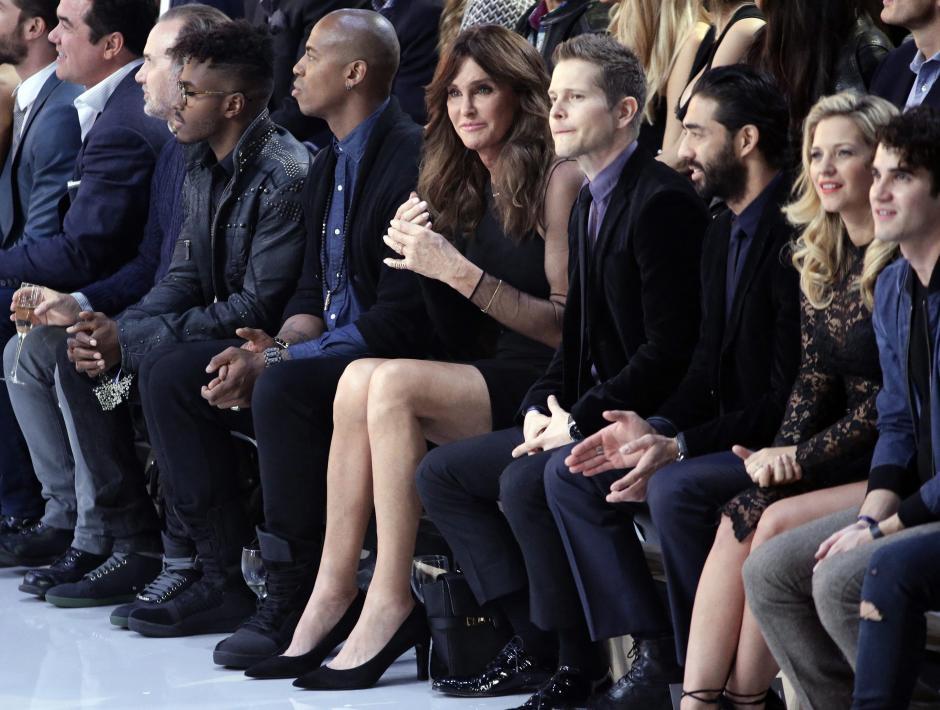 La estrella televisiva Caitlyn Jenner asiste al desfile de la marca Victoria's Secret. (Foto: EFE/Jason Szenes)