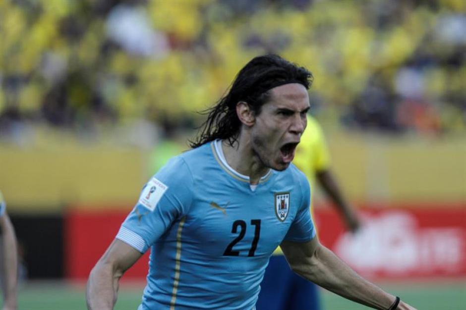 El jugador de la selección de fútbol de Uruguay Edinson Cavani celebra un gol durante el juego correspondiente a la tercera fecha por las eliminatorias al Mundial Rusia 2018. (Foto: EFE)